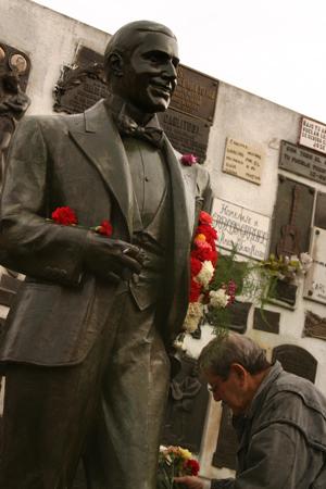 Cementerio de la Chacarita, Buenos Aires, Carlos Gardel