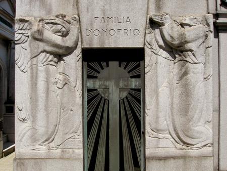 Familia D'Onofrio, Recoleta Cemetery