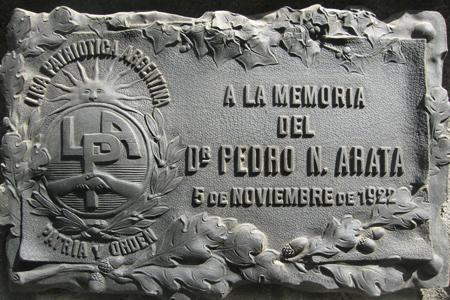Pedro Arata, Liga Patriótica Argentina plaque, Recoleta Cemetery
