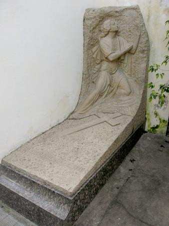 Francisca Olivera de Pignetto, Luis Perlotti, Recoleta Cemetery