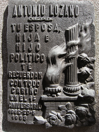 Truncated column, Recoleta Cemetery
