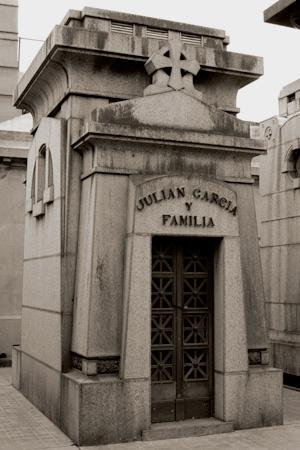 Julián García Núñez, Recoleta Cemetery