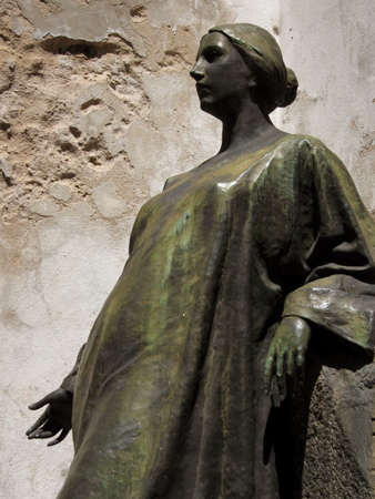 Angela Menéndez, Recoleta Cemetery