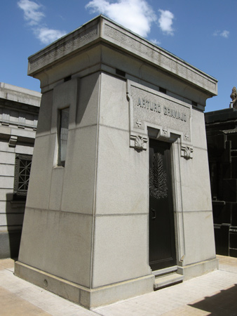 Arturo Gramajo, Recoleta Cemetery