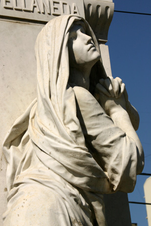Mourning woman, Recoleta Cemetery