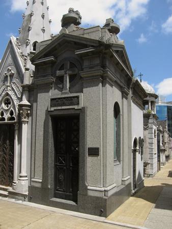 De la Plaza y Castañeda Vega, Recoleta Cemetery