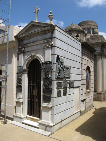 Marcelina Alen de Yrigoyen, Recoleta Cemetery