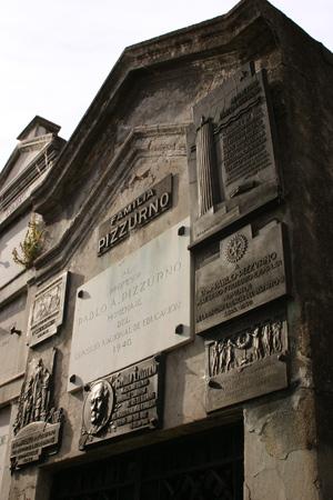 Familia Pizzurno, Recoleta Cemetery