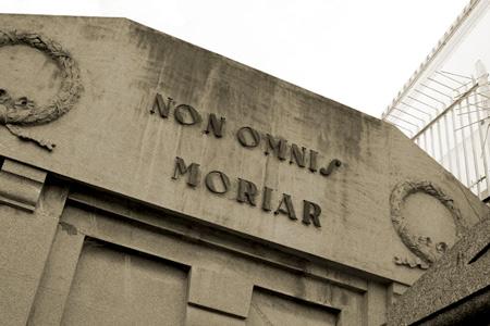 Non omnis moriar, Recoleta Cemetery