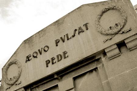 Aequo pulsat pede, Recoleta Cemetery