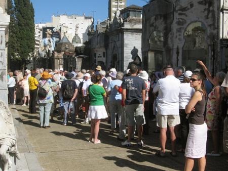 Crowds, Recoleta Cemetery