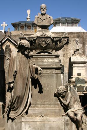 Ventura Coll, Recoleta Cemetery