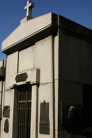 Macías y Soria, Recoleta Cemetery