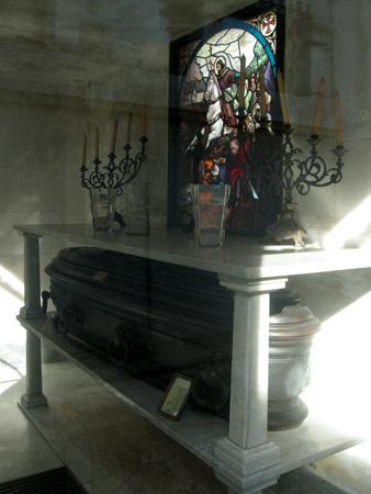 Carlos Menditeguy, Recoleta Cemetery