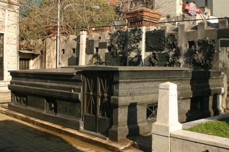 Emilio Mitre, Recoleta Cemetery