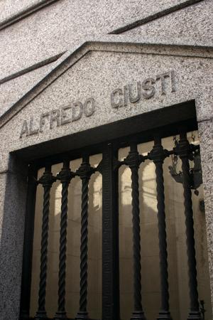 Alfredo Giusti, Recoleta Cemetery