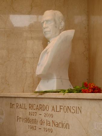 Raúl Alfonsín, Recoleta Cemetery