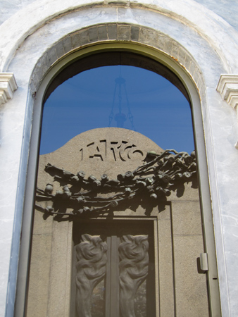 Recoleta Cemetery, Buenos Aires, Larco, reflection
