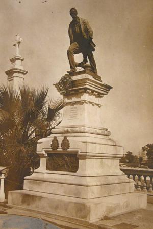 Luis Viale, Recoleta Cemetery