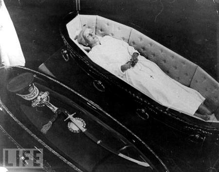 Life magazine, Eva & Juan Perón caskets