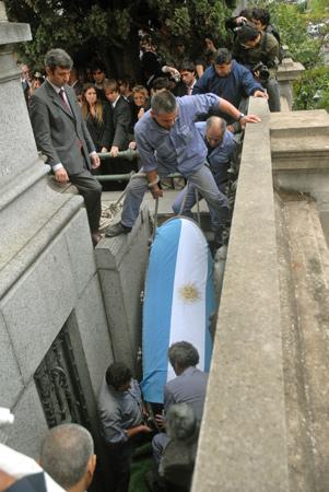 Entierro de Alfonsín, Recoleta Cemetery